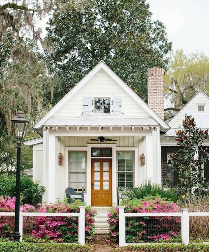 17 Small Front Yard Landscaping Ideas To Define Your Curb: Spring Curb Appeal: Pretty Fences And BordersBECKI OWENS
