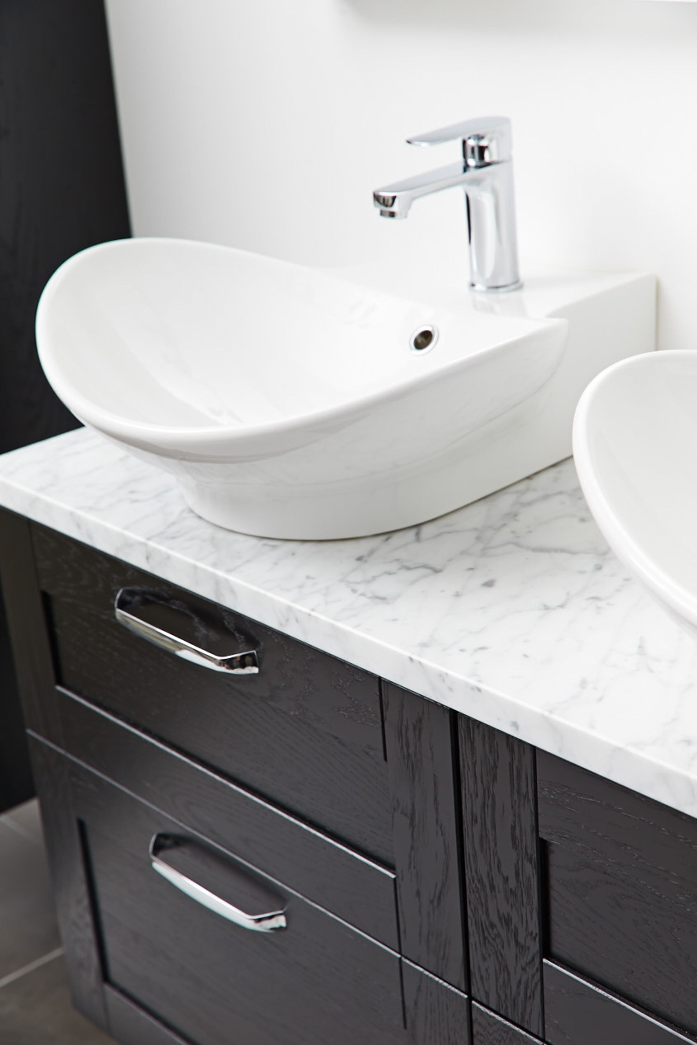 miller london black vanity unit with carrara marble work top svart