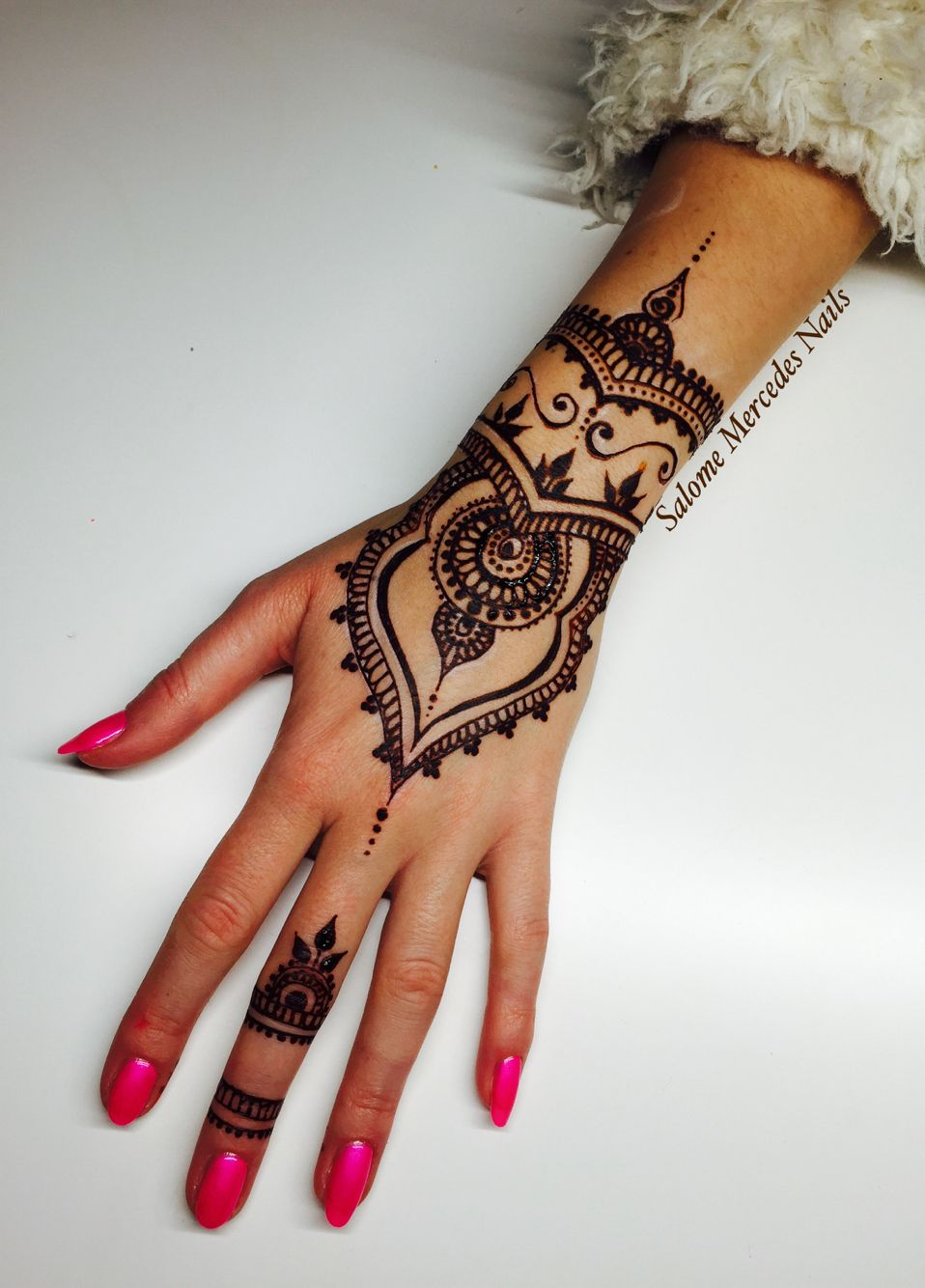 Henna Tattoo Hand Leicht Klein: Follow Me On Instargam/salomemercedesnails Or Https://www
