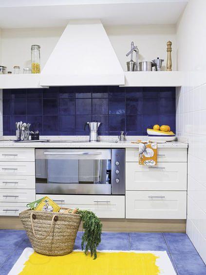 Una Casa Fresca Y Muy Joven Llena De Luz Y Color Muebles De
