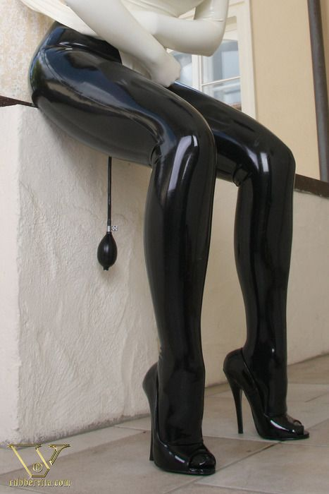 Former crossdresser posting awesome latex and rubber ...