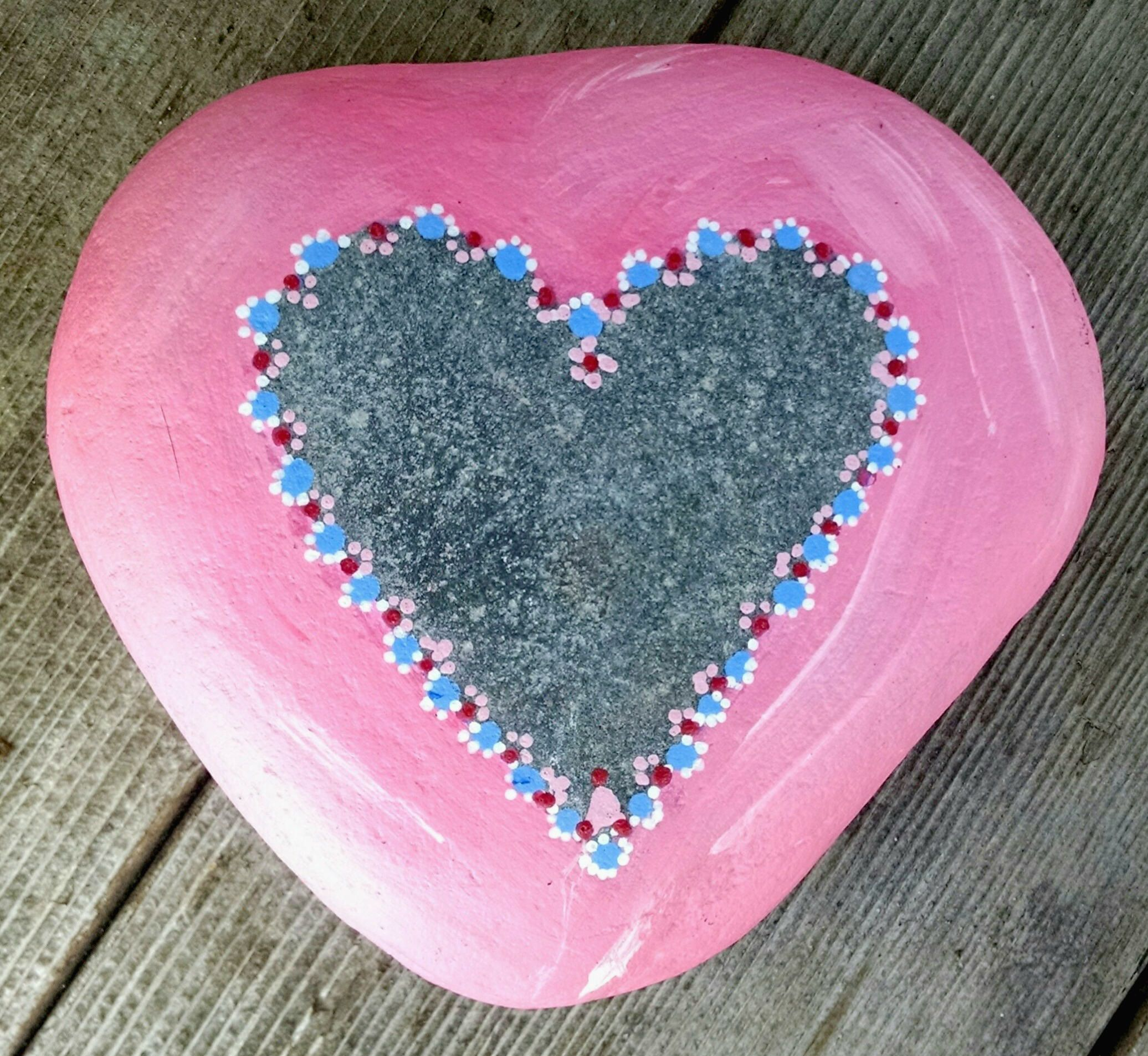 pink heart shaped hand-painted rock stone paperweight, garden