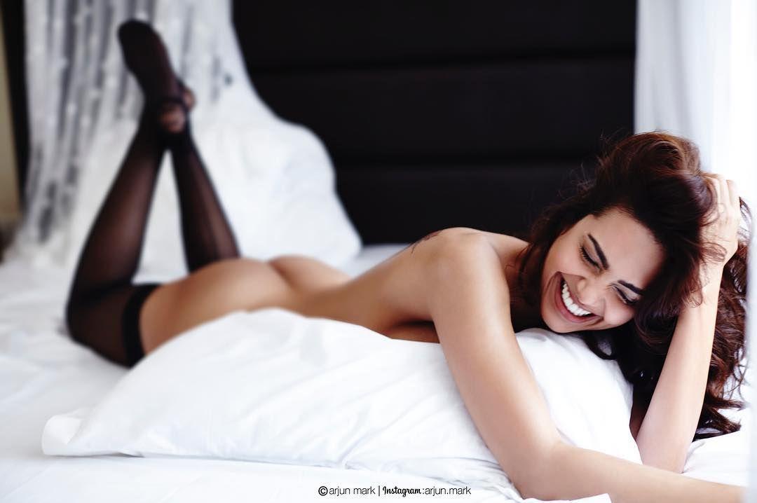 Esha Gupta BUTT NAKED In Bed Go Viral   15 Photos Instagram