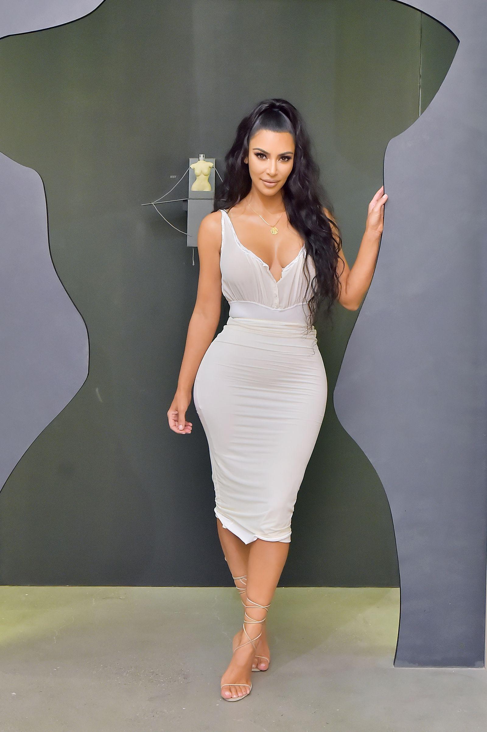 Yesterday Kim Kardashian Made 1 Million A Minute On Her New Kimoji Fragrances Kim Kardashian Style Kim Kardashian Outfits Kim Kardashian Dresses