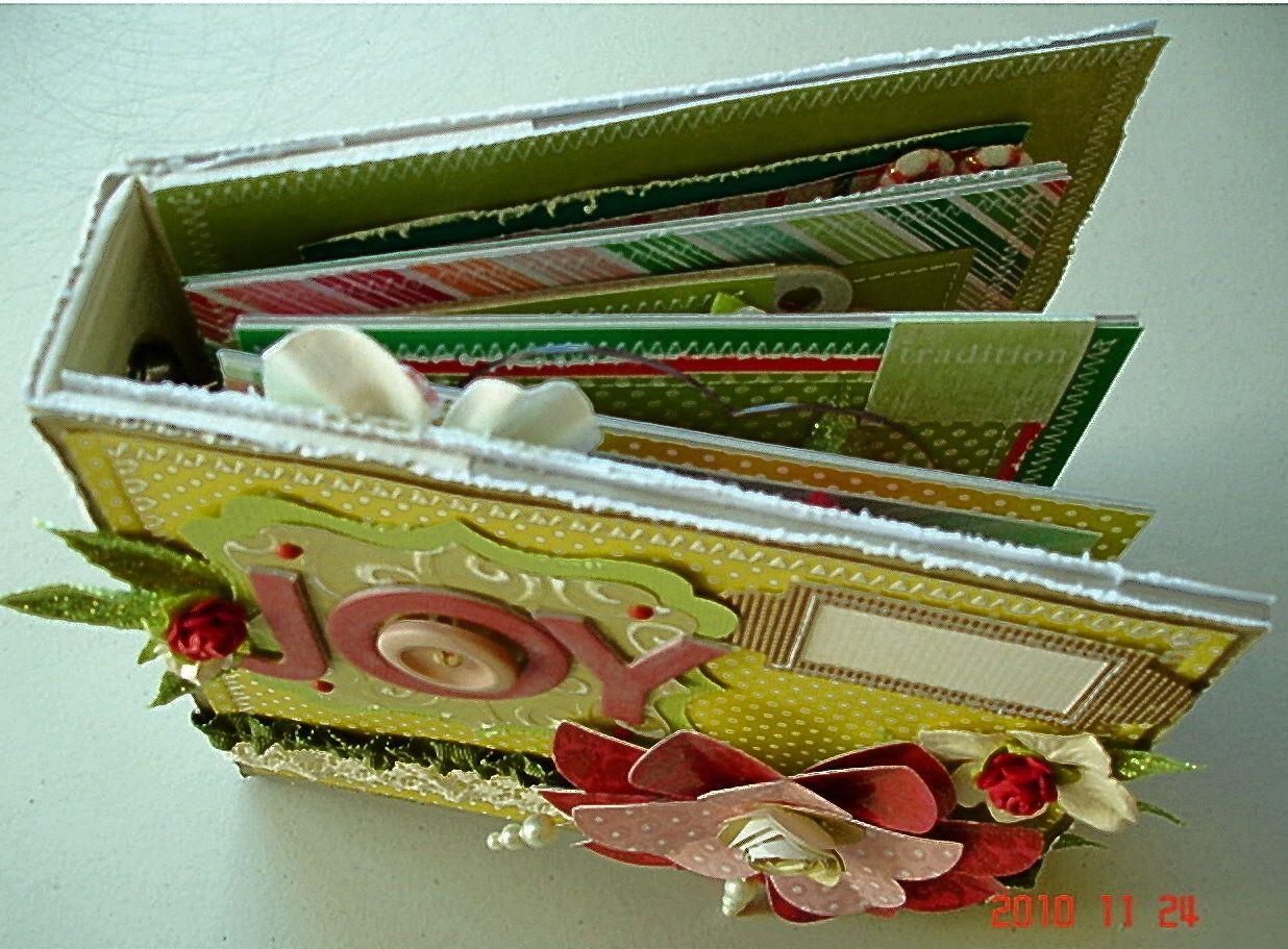 Scrapbooking by Phyllis: 6x6 Christmas Binder album