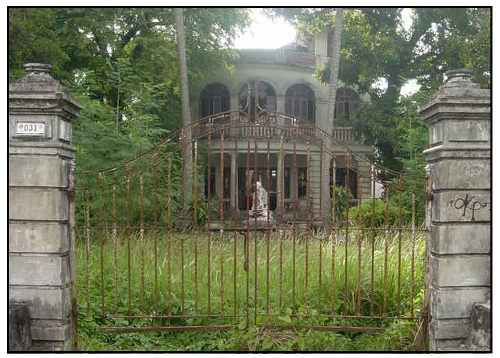 Haunted houses in indiana the haunted house scary for Pinterest haunted house