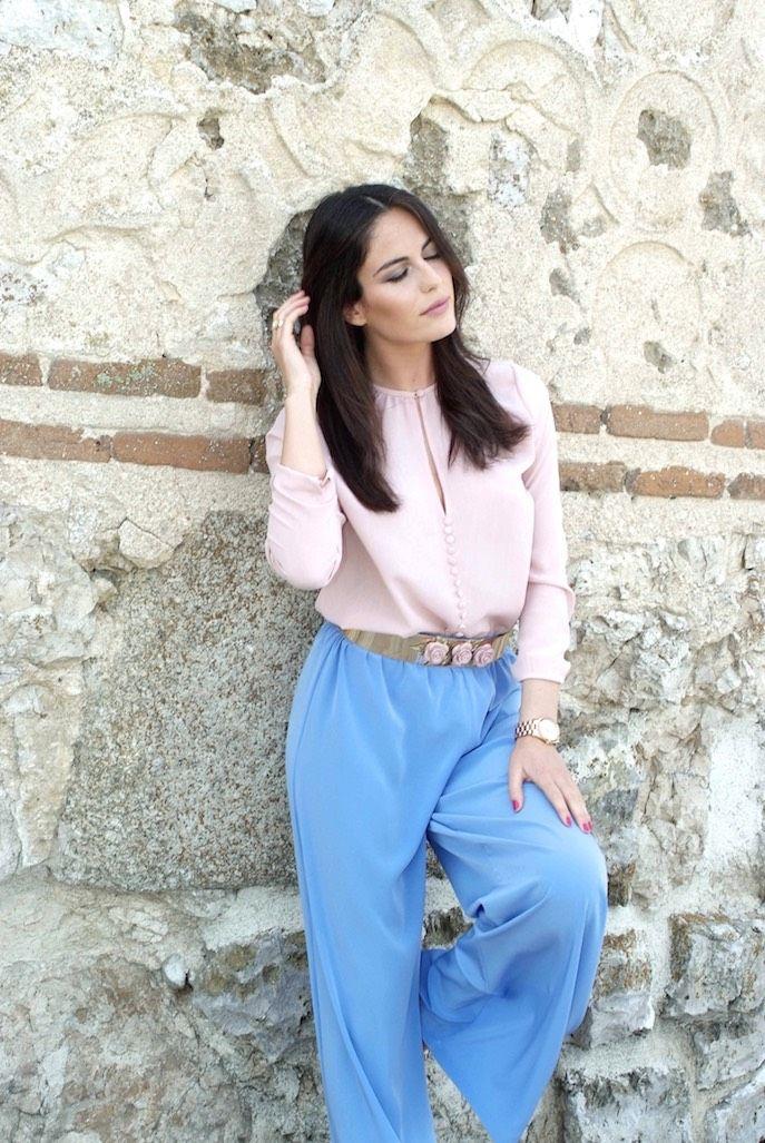 Amimera con look de invitada perfecta Dresseos - blusa rosa ... 5dd4ba48ac04