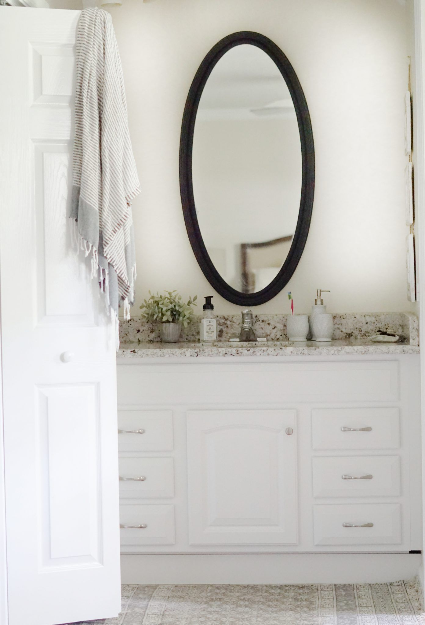 Black Trimmed Bathroom Mirrors | "|1392|2048|?|10fca76e9a7bc1631d9f40d39a26444c|False|UNLIKELY|0.3246014714241028