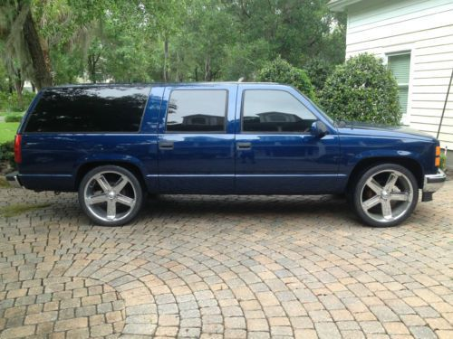 1996 Gmc Suburban Lowered On 24 Rims Very Nice 5 7l V8 Very Clean