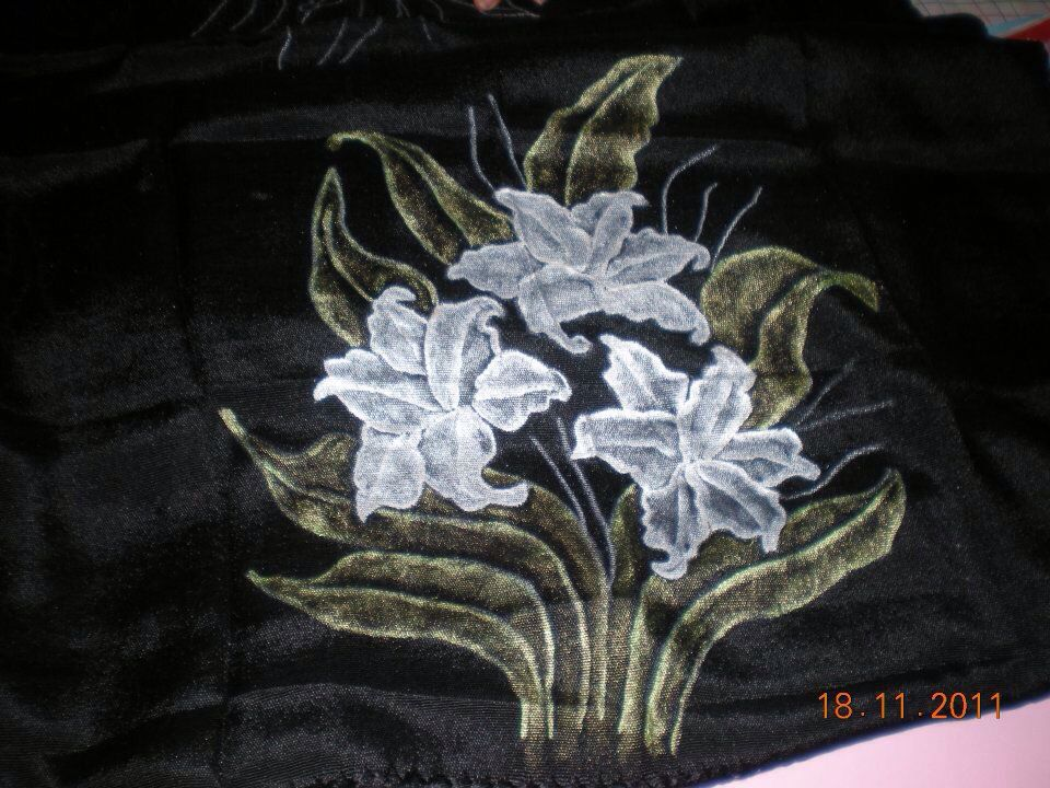 Rebozo negro con lili