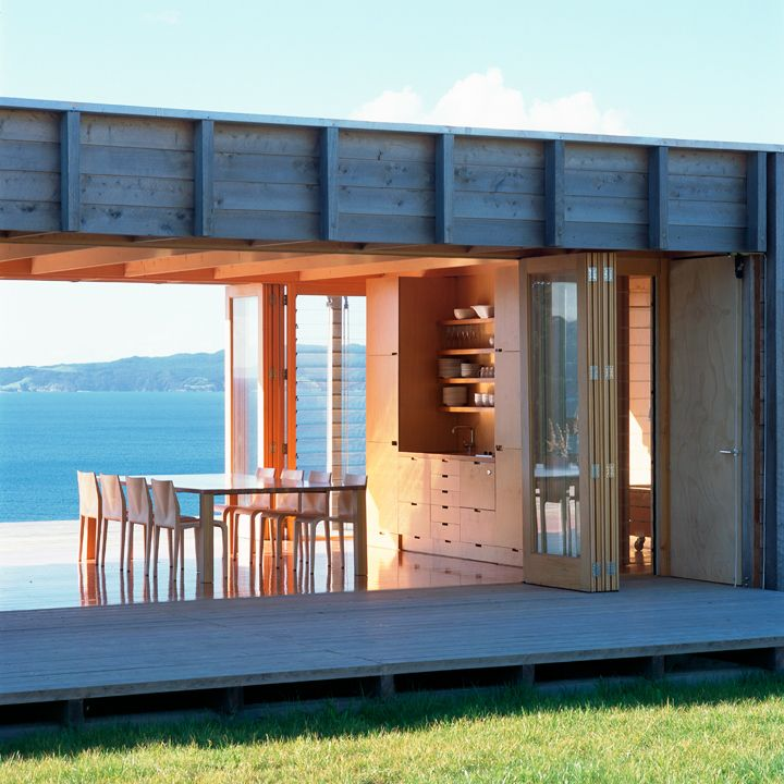 Open up structure simple rectangular wood beach house for Maison container 35
