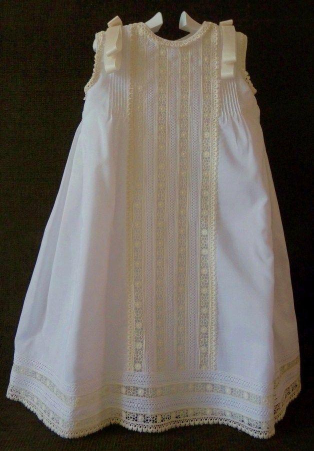 31b862d4a Vestidos y faldones de bebé artesanales. Ropa de bautizo. Puedes verlos en  https