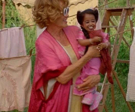 Jyoti Amge as Ma Petite