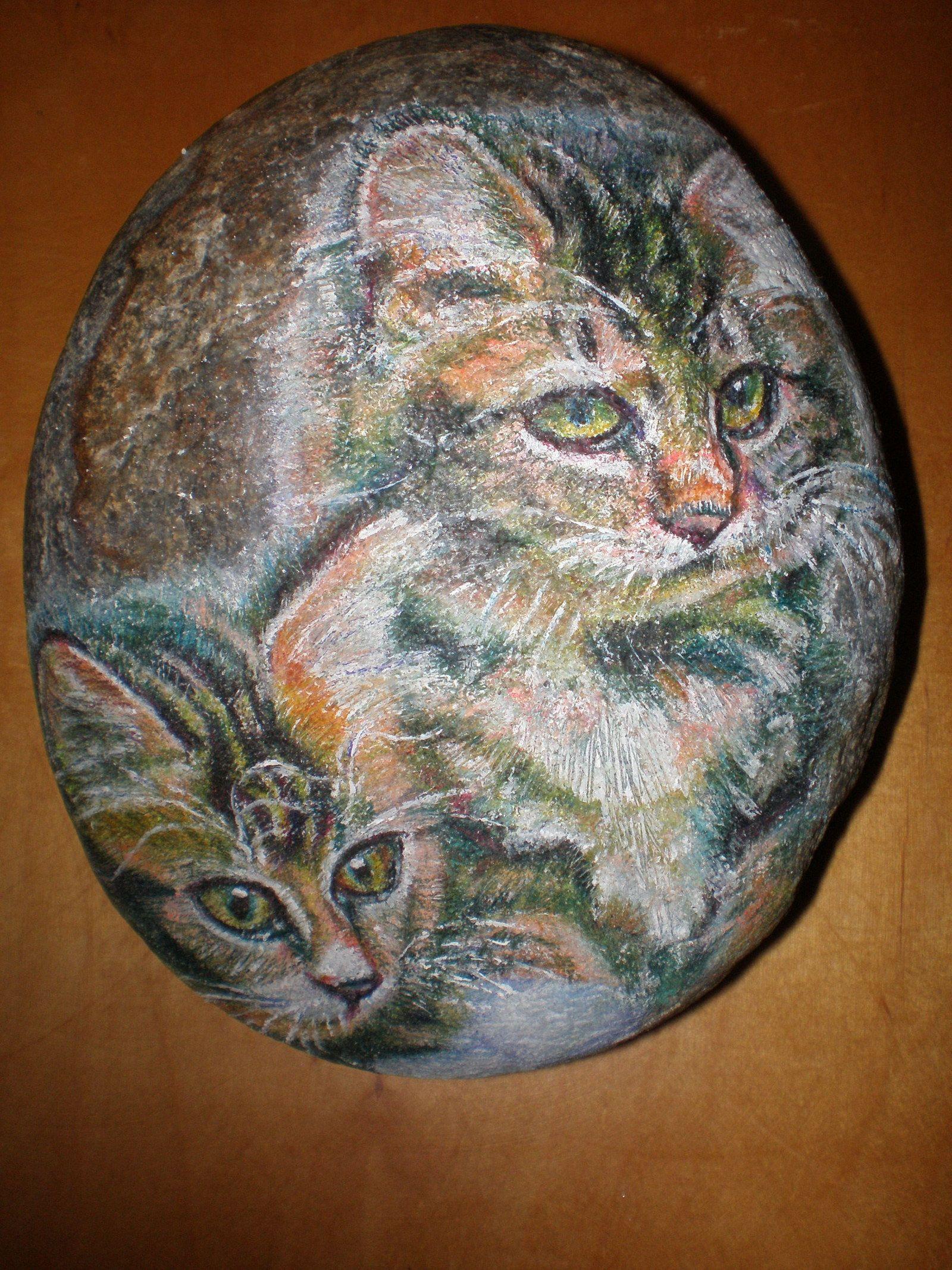 Přátelství+Dekorativní+kámen+o+velikosti+cca+13+x+18+cm,+hmotnost+cca+2,3+kg,+s+vyobrazeným+kočičím+motivem.+Námět+symbolizuje+přátelství,+soudržnost,+pospolitost,+upřímnost+a+čistotu+vztahu+...