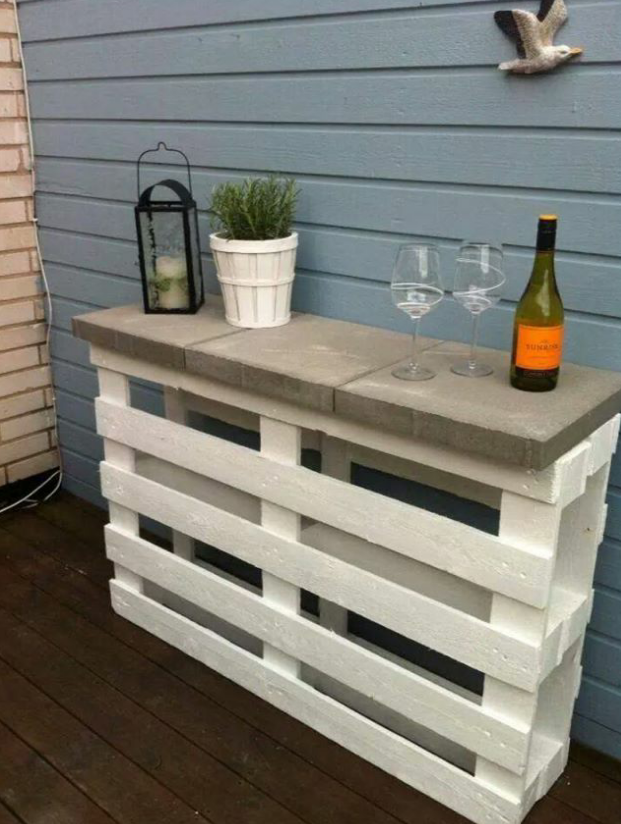 Made from 2 pallets and the concrete walkway pavers they sell at diy crafts ideas diy outdoor pallet bar easy project using two painted pallets and three conc solutioingenieria Images