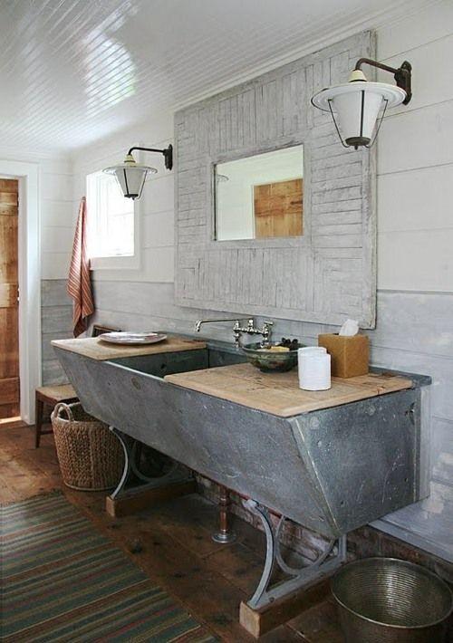 salle de bains rustique style shabby chic avec bac en zinc ...