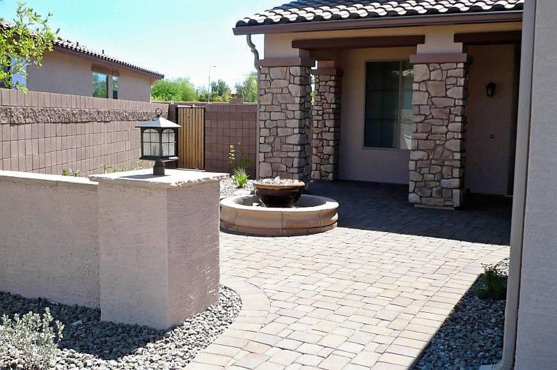 Paver courtyards courtyard with pavers and water feature for Front yard courtyard design