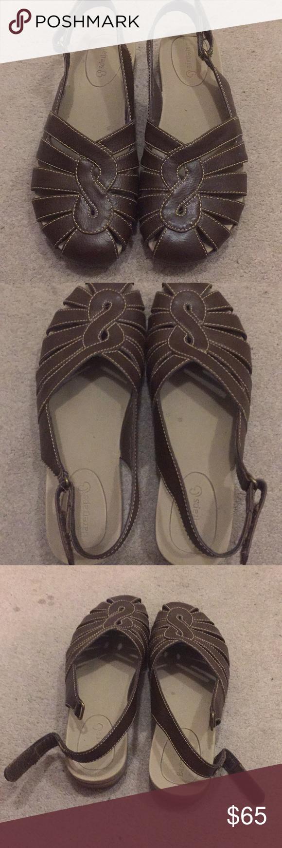 Bare traps closed toe sandals | Closed