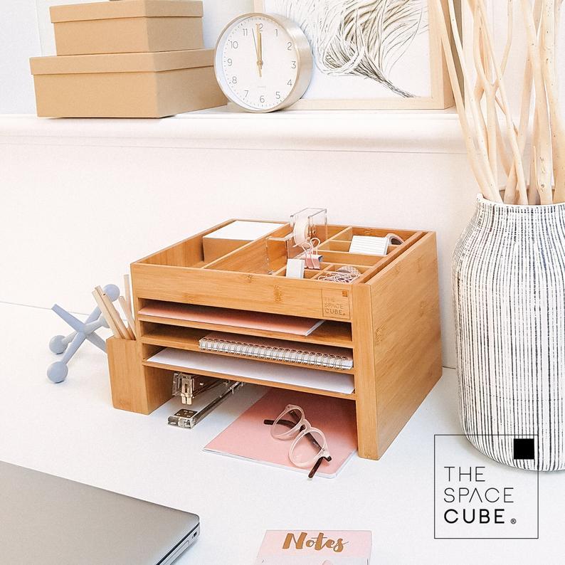 Office Desk Organization 101 Quick Tips For Avoiding Office Desk Clutter Home Office Ideas Cute Office Desk Accessories Desk Accessories Office Desk Decor