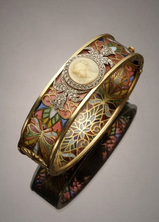 Art Nouveau tested 18-karat yellow-gold, platinum, diamond, plique--jour and cameo bangle bracelet by Masriera y Carreras -