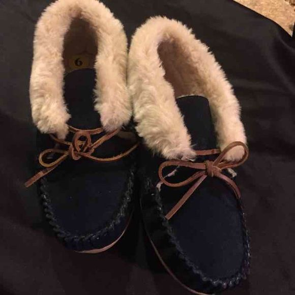Minnetonka Navy Blue Moccasin NWOT Navy blue Minnetonka  moccasin size 9 Minnetonka Shoes Moccasins