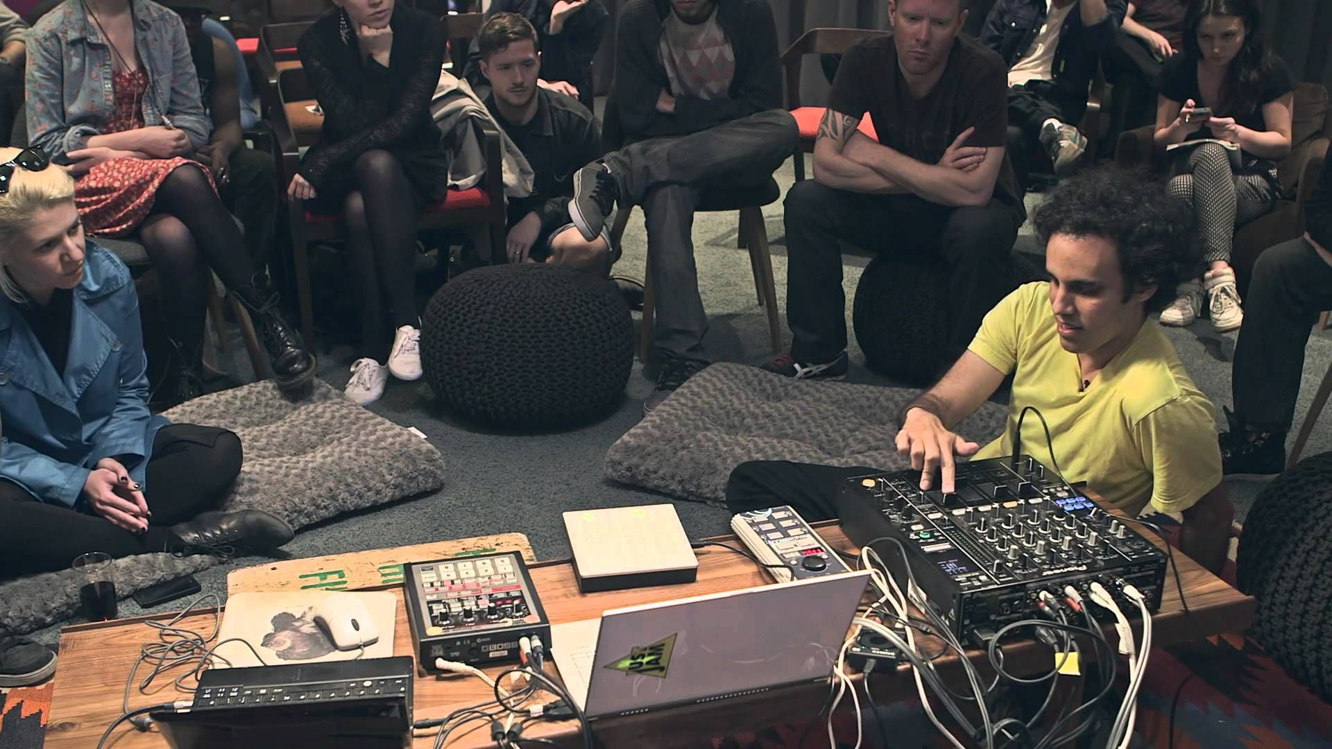 Four Tet breaks down his live set in New York at the 2013 Red Bull Music Academy. Four Tet: http://www.fourtet.net/ ------ Subscribe to our YouTube Channel: ...