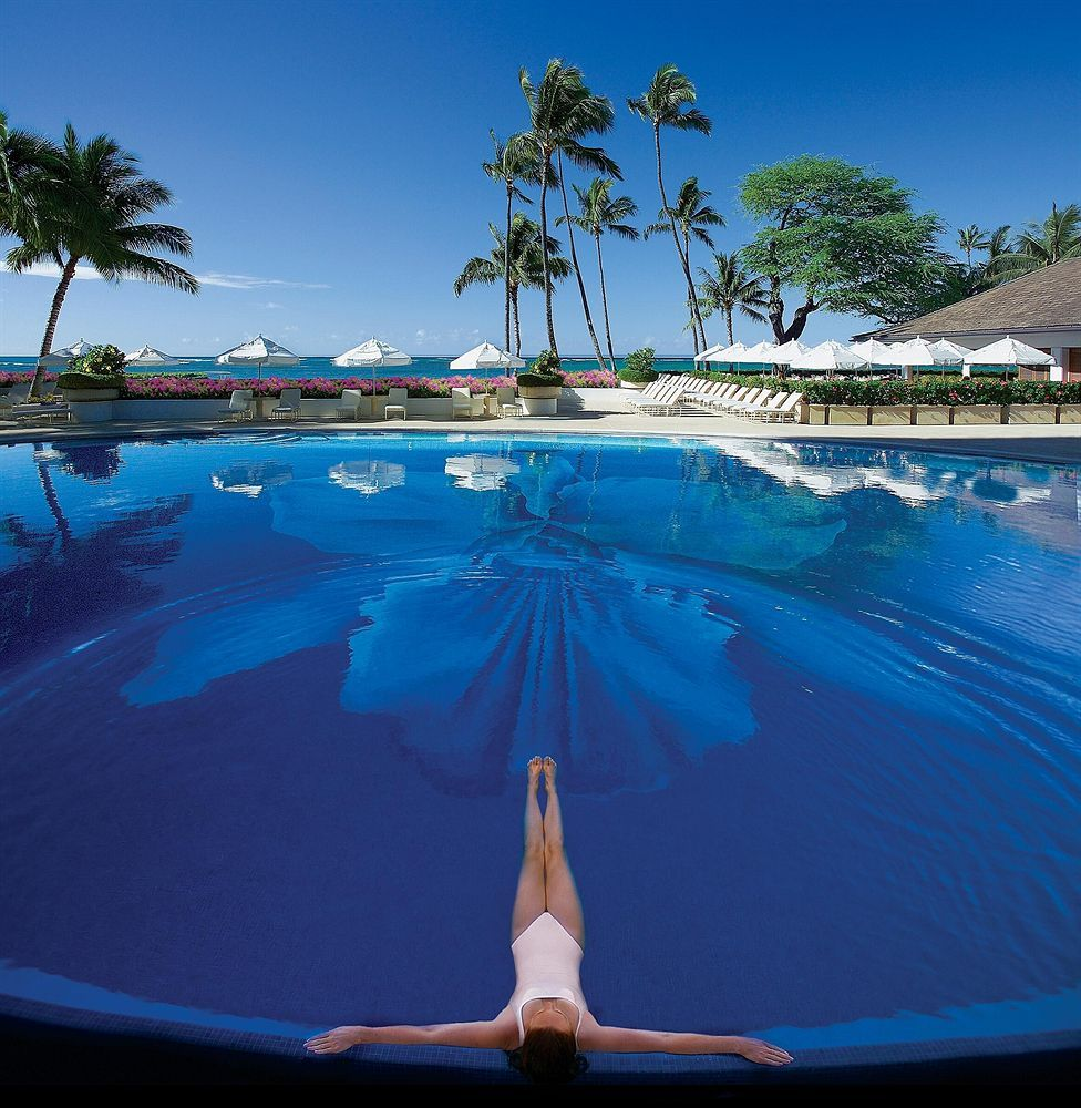 See The Best Beach Bars Barefoot Bar At Duke S Canoe Club Waikiki Oahu Hawaii In Our 50 Honeymoons Gallery