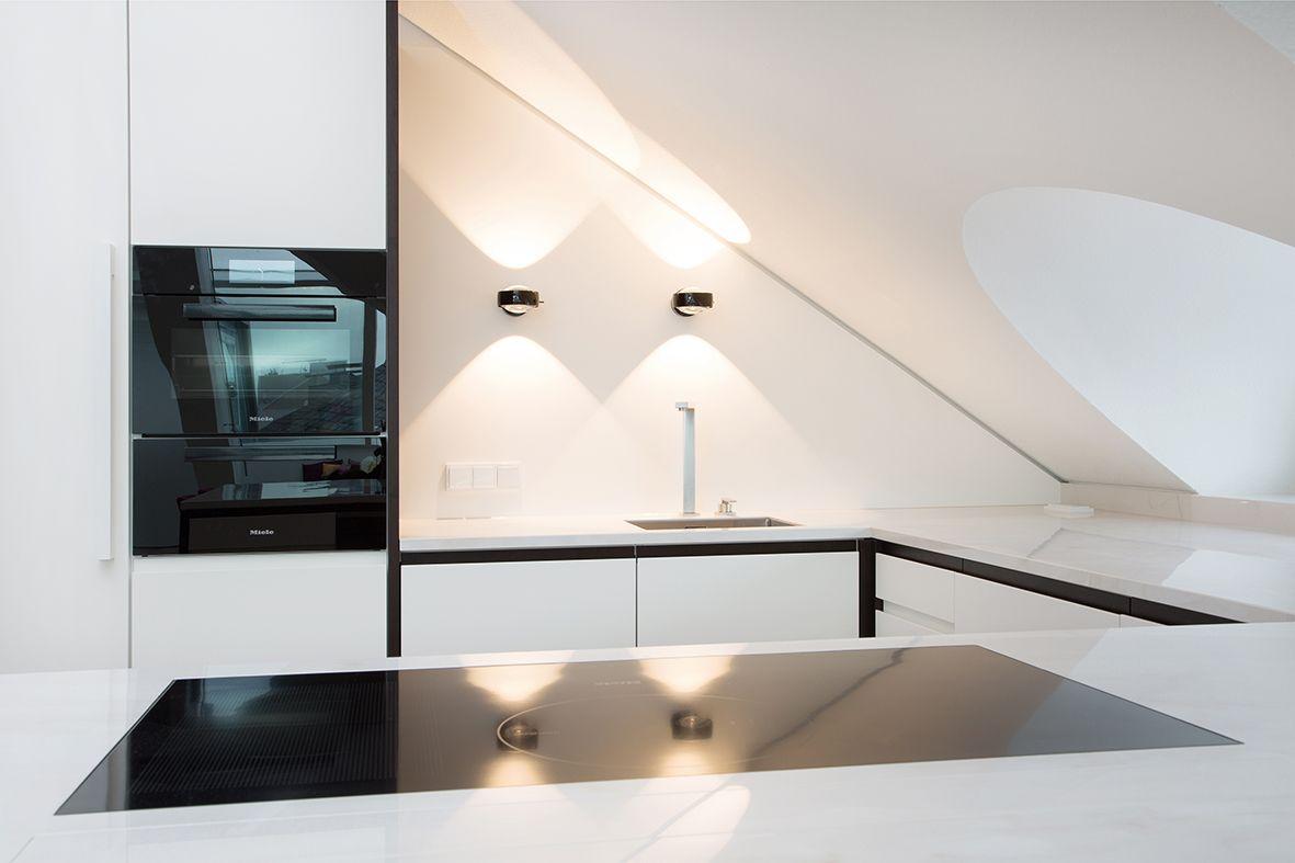 Küche unter der Dachschräge | Kitchen | Pent house, Kitchen interior ...