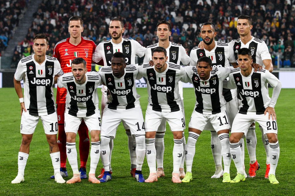 Juventus Team Poses In Order To Be Photographed Before The Serie A Juventus Team Uefa Champions League Juventus