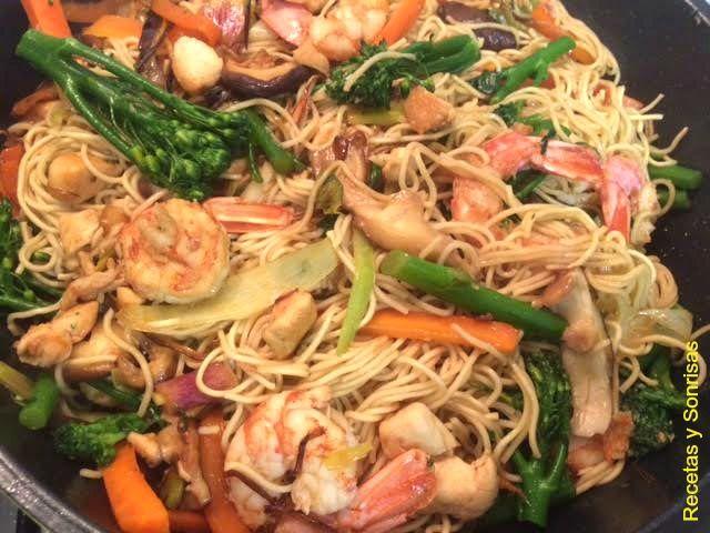 Bimi Bimis Brocoli Esparragos Wook Comida Oriental Noodles Zanahorias Pollo Gambas Salsa Soja Receta O Comida Tallarines Con Gambas Pollo Zanahoria