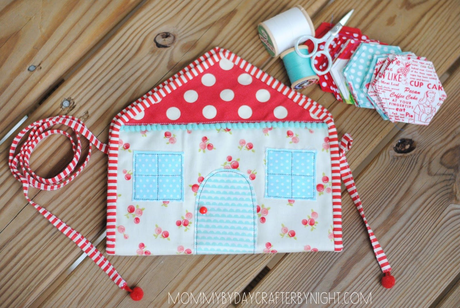 Mommy by day Crafter by night: Little House Hexie Pouch