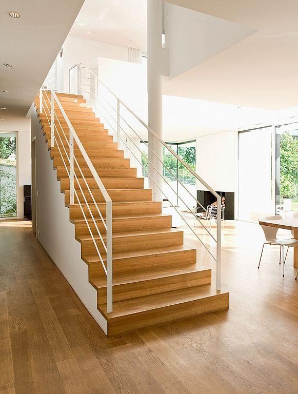 treppen in architektenh usern freistehende treppe mit eichenstufen in 2018 flur pinterest. Black Bedroom Furniture Sets. Home Design Ideas