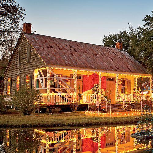 Christmas In Cajun Country Louisiana Christmas Country Christmas Southern House Plans