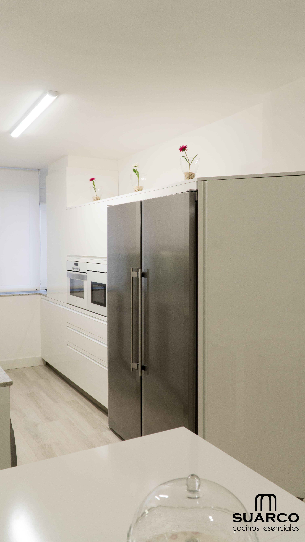 Cocina blanca de 12 m2 amueblamiento en paralelo cocinas - Amueblamiento de cocinas ...