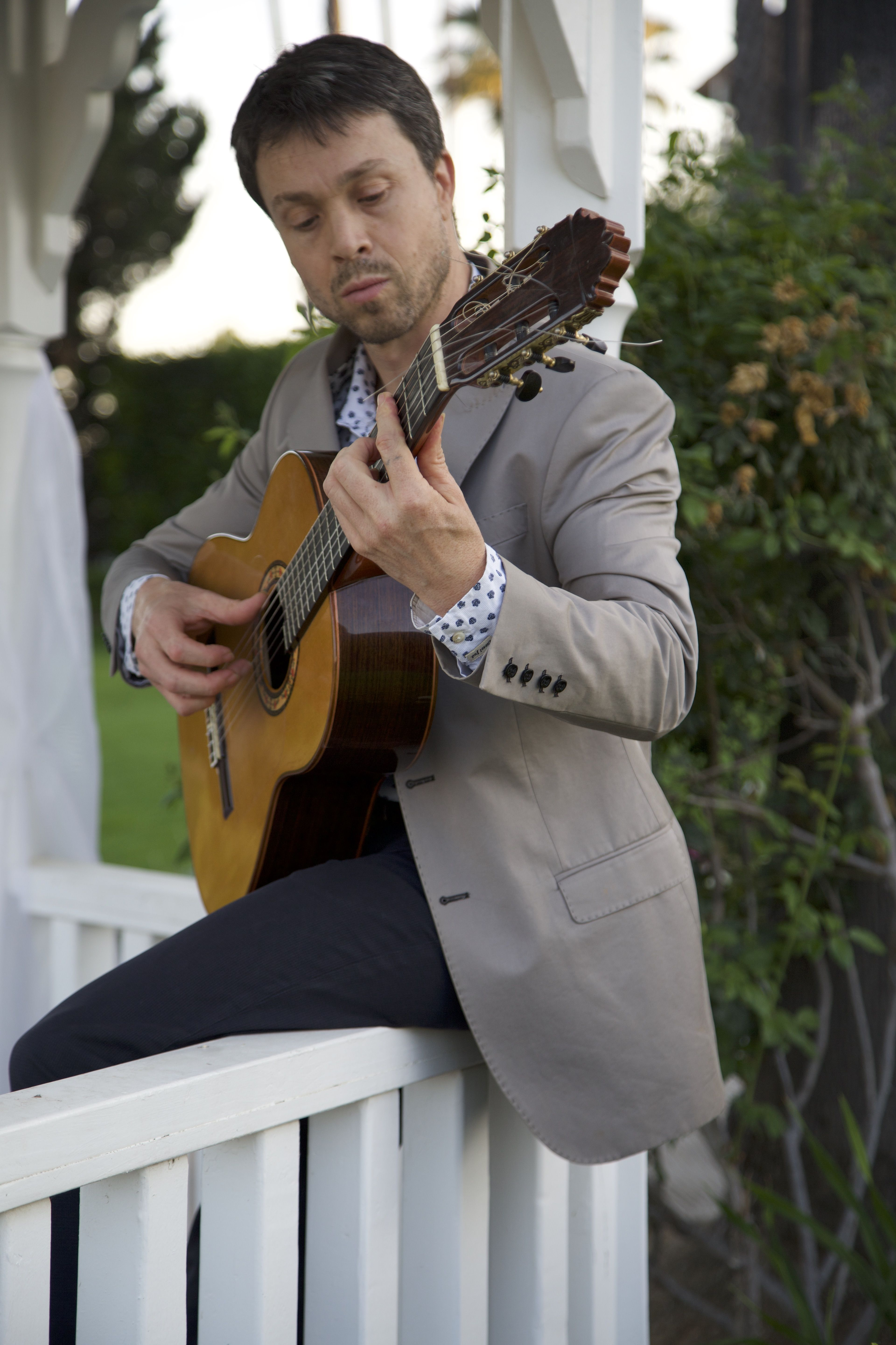 Ian Kauffman is LA acoustic and plays for restaurants and