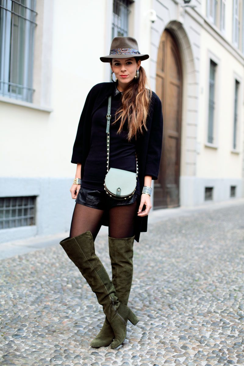 jewels black coat look outfit leather shorts over the knee boots cuissardes  hat look man hat