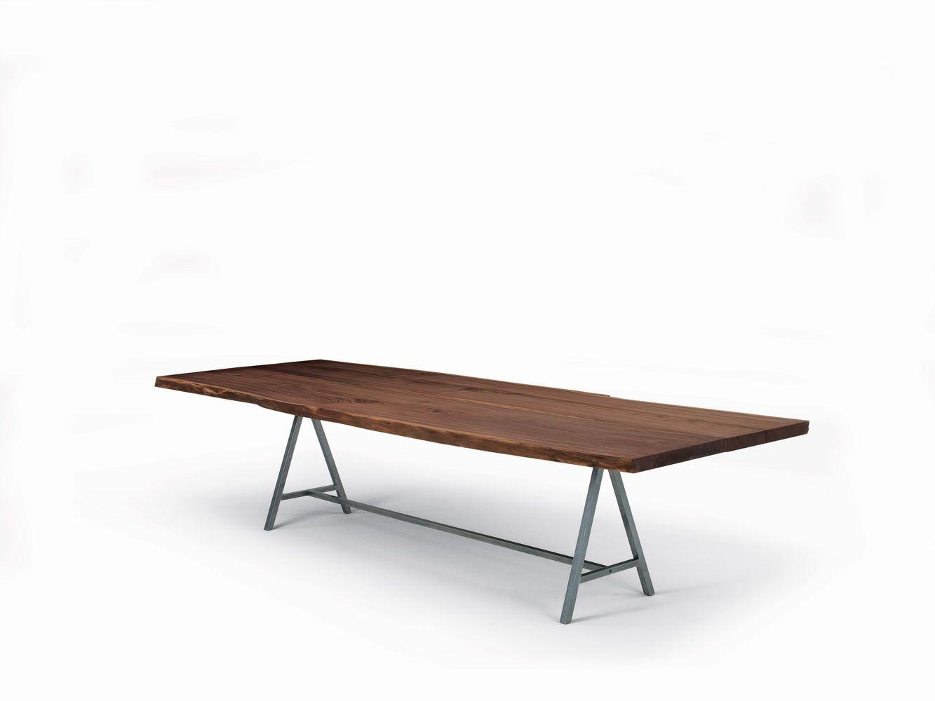 Tavolo con struttura in ferro color naturale oliato e piano in legno ...