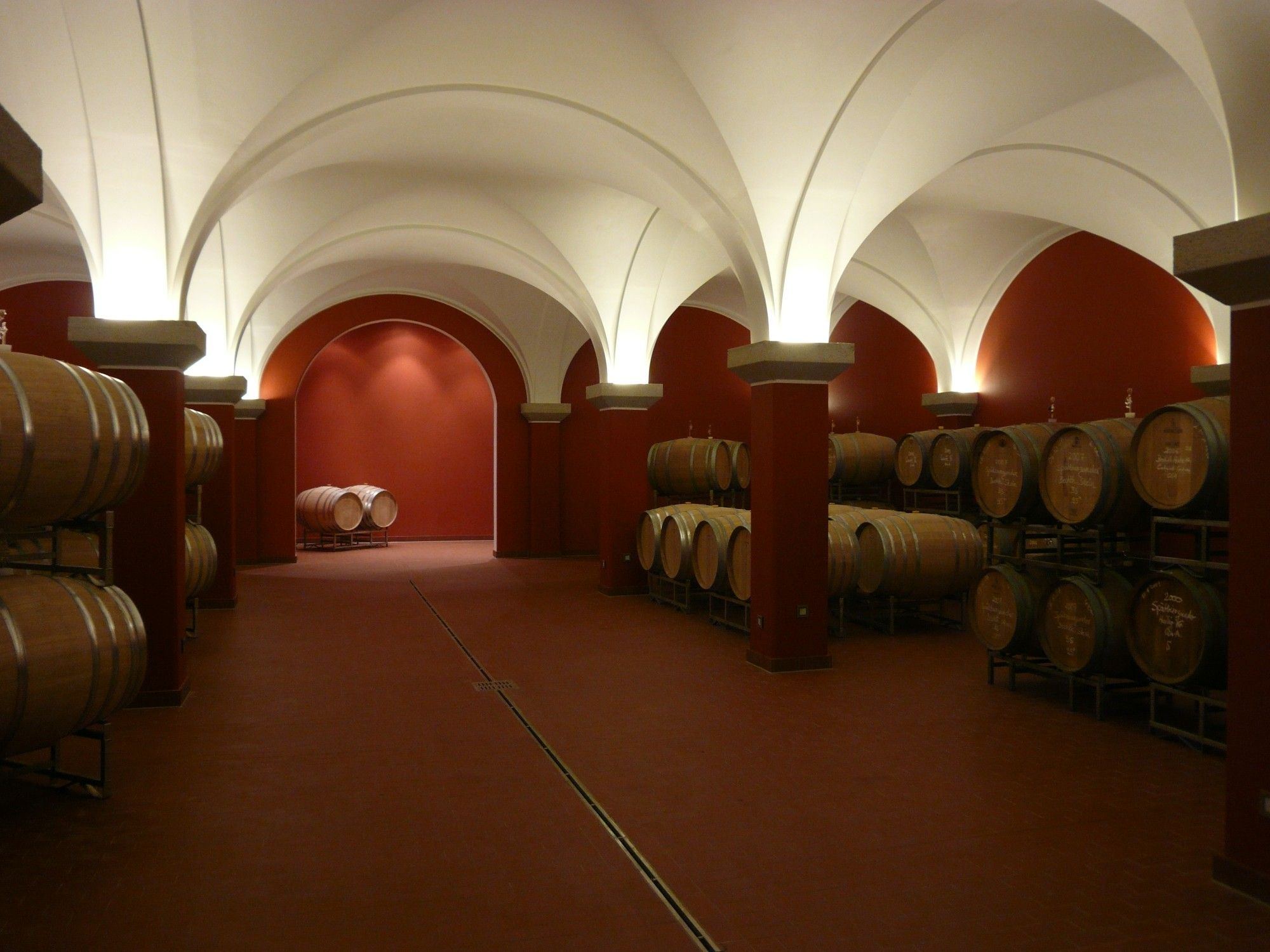 Weinkeller gewölbe bauen  Weinkeller groß oder klein: Weingut Spiess, Bechtheim | Gewölbe ...