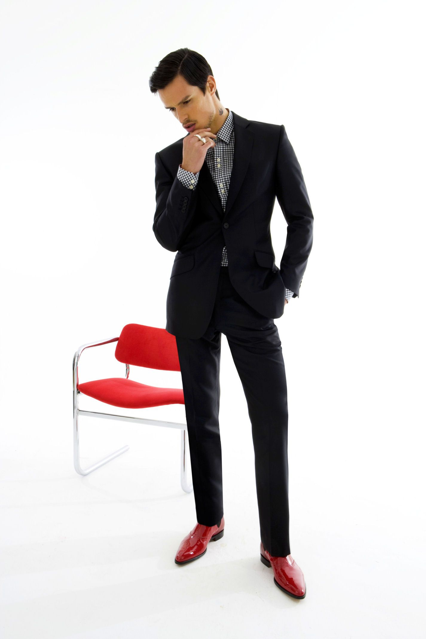 Suit with red shoes