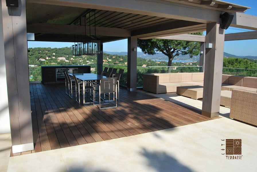 Terrasse En Bois Couverte Realisee Sur Un Sol En Beton