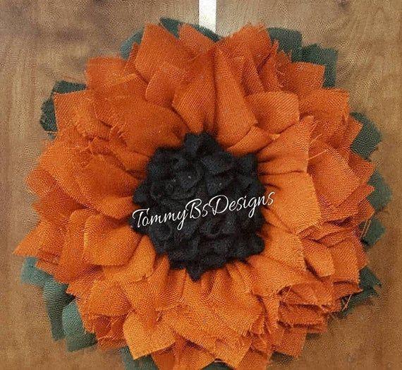 Photo of Mittelgebrannter orangefarbener Sonnenblumenkranz – Vordertürdekor, Vordertürkränze