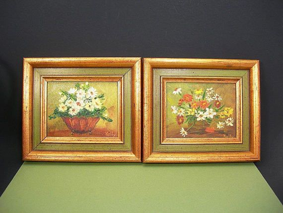 566721150279 Two small framed floral oil paintings ➤ Spatter-flecked gold gilt and green  frames ➤ Framed