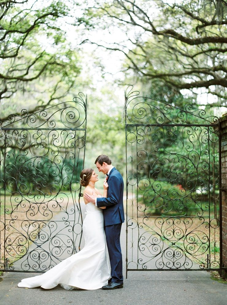 Bride and groom wedding photo idea | fabmood.com