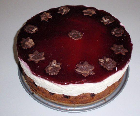 Das perfekte Schneewittchen-Torte-Rezept mit Bild und einfacher Schritt-für-Schritt-Anleitung: Backofen auf 180°C vorheitzen... Springform am Boden mit…