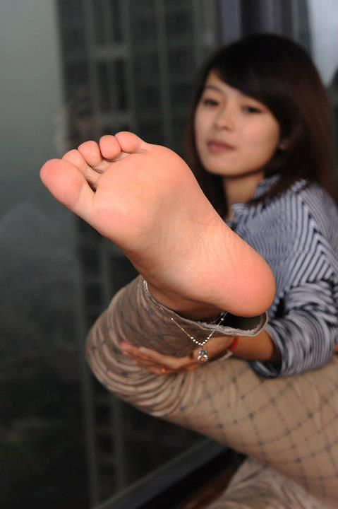 Sexy Asian Feet Worship