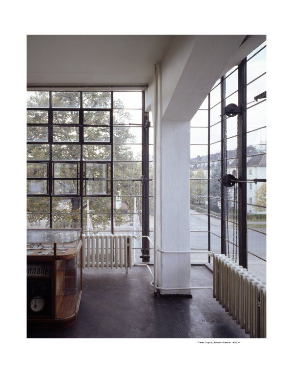 Walter Gropius, Bauhaus Dessau 1925 26 - the pillars are set behind