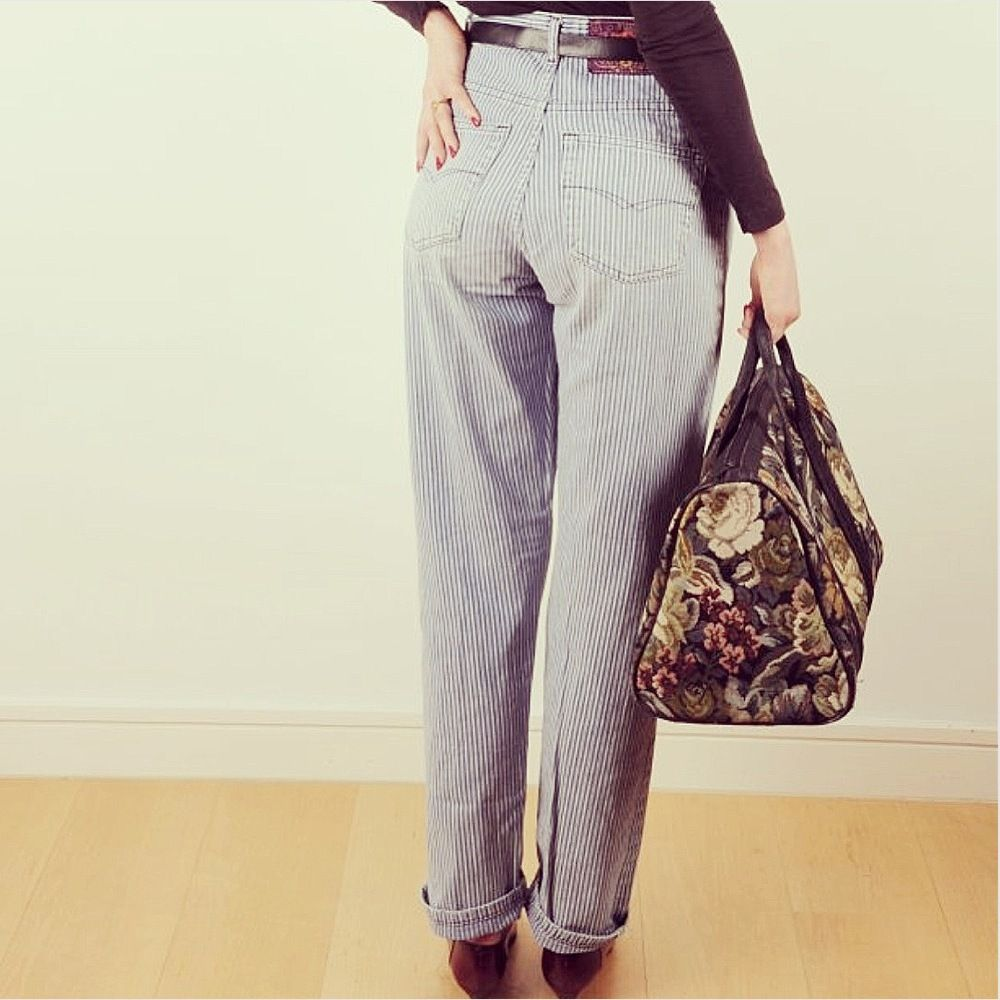 Second hand vintage high waisted jeans
