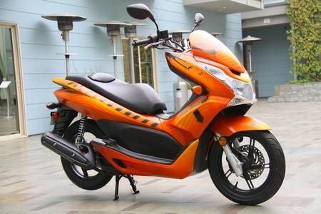 Honda Pcx150 Scooter With 150cc Liquid Cooled Four Stroke Engine And V Matic Automatic Transmission Sepeda