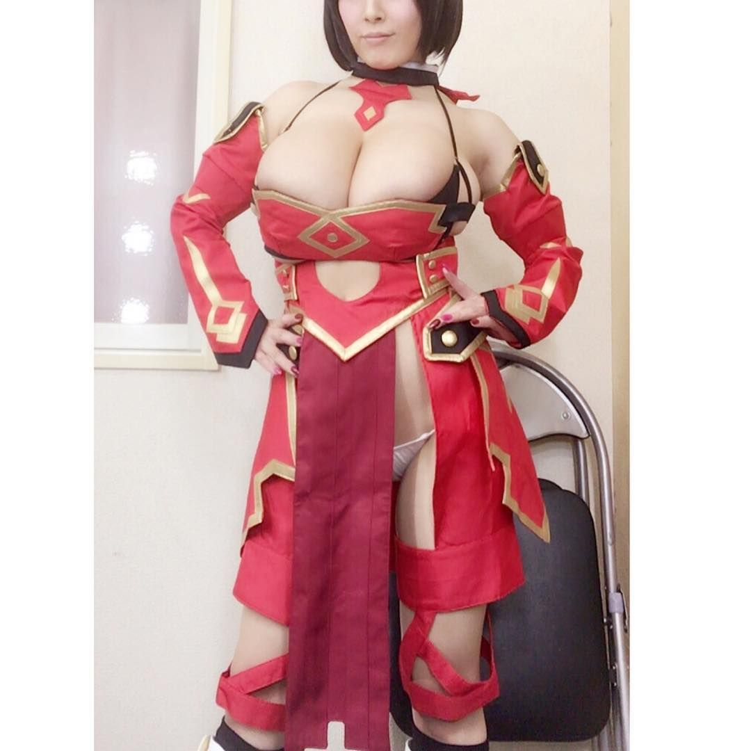 Tanaka cosplay hitomi Hitomi Tanaka