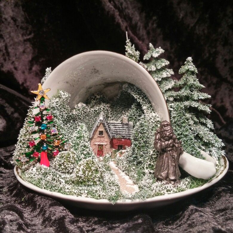 The 50 Best Diy Miniature Fairy Garden Ideas In 2017: CHRiSTMaS TEaCuP SCeNe